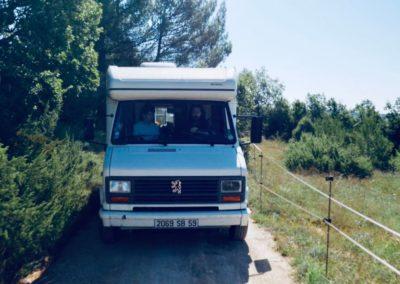 camping-car sur une petite route
